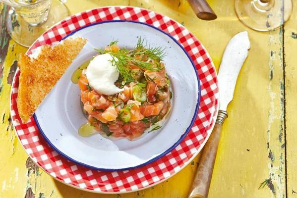 salmon tartare with horseradish mayonnaise
