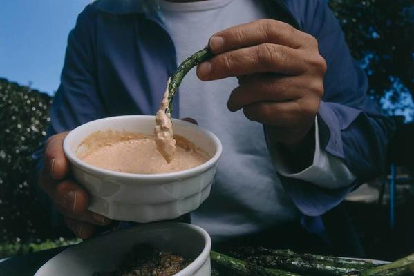 asparagus with anchovy dip