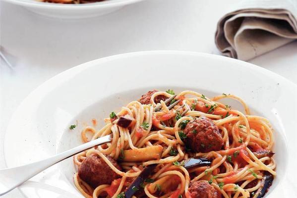 spaghetti with tomato-aubergine sauce
