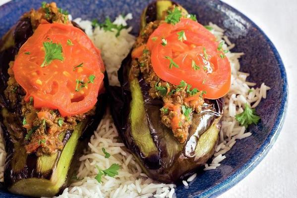 patlican karniyarik (stewed aubergines on turkish)