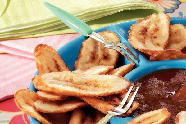 banana chips with mango chutney (caribbean and suriname)