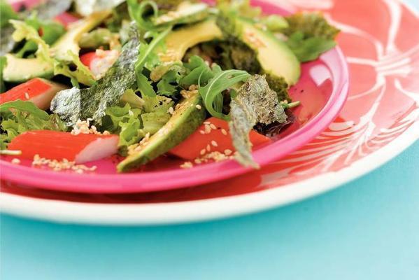 nori salad with avocado