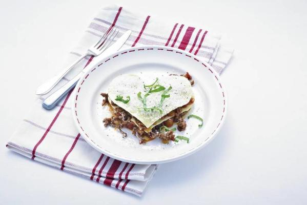 hearts lasagna with tomato-minced meat sauce