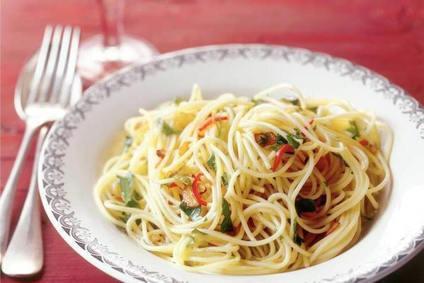spaghettini with garlic, pepper and olive oil