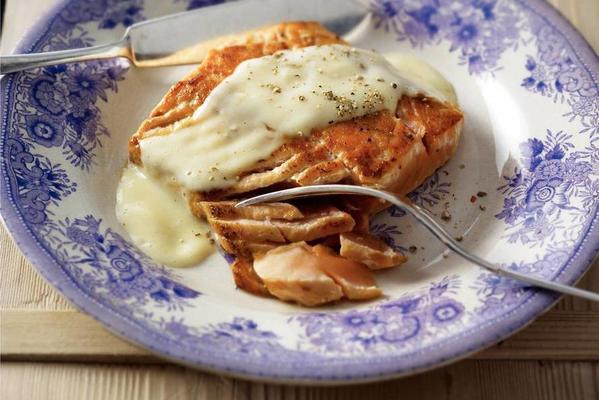 salmon fillet with beurre blanc