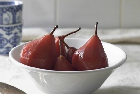 stewed pears with berry gin
