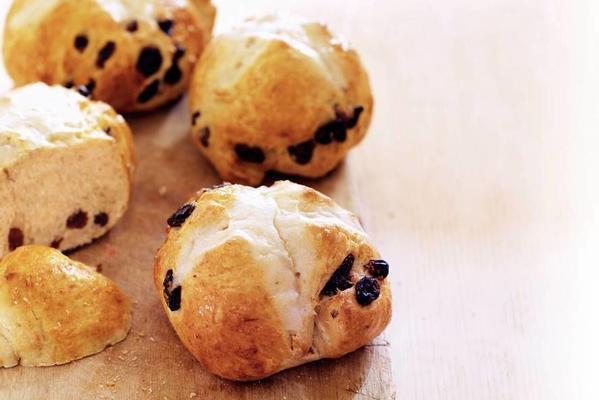 hot cross buns (English currants buns)