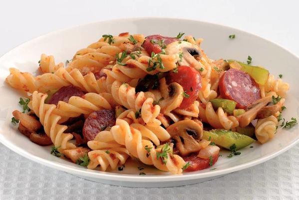 lukewarm pasta salad with sausage