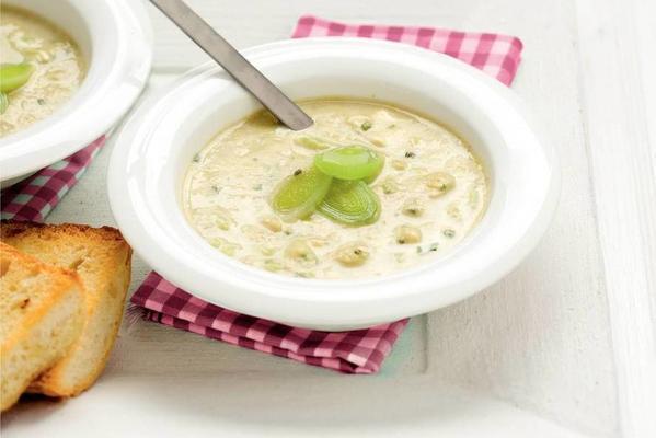 leek soup with garlic toast