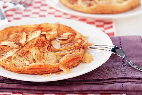 single apple-pie slices