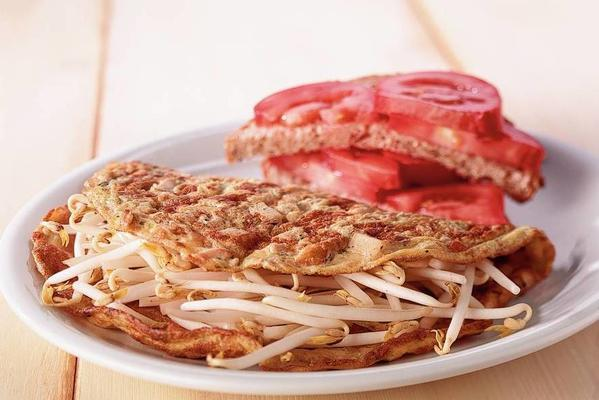 omelette with bean sprouts