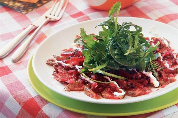 thinly sliced entrecote with beetroot, horseradish cream and arugula
