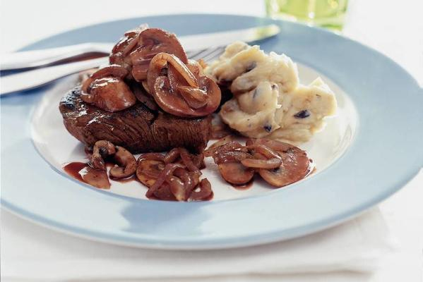 steak with mushrooms and red wine