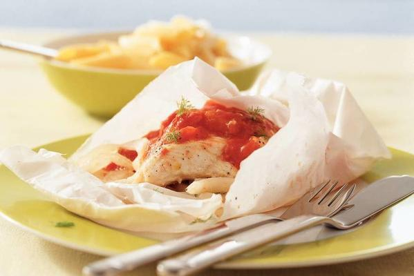 fish packages with fennel and tomato sauce