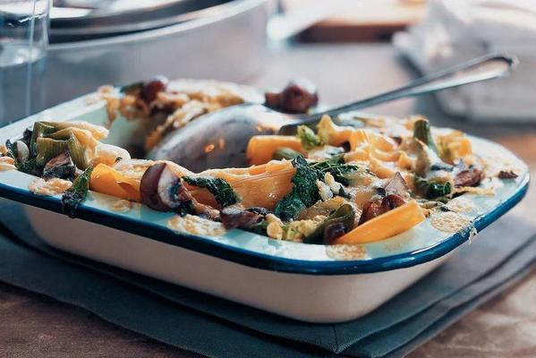 casserole with green cabbage and kernhem