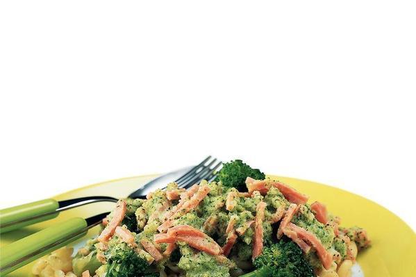 macaroni with ham and broccoli sauce