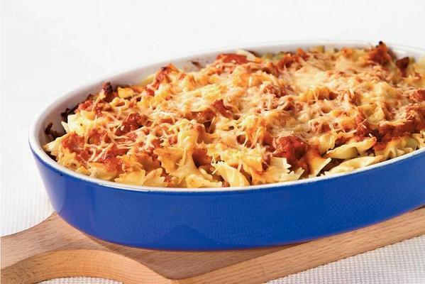 farfalle with minced meat and tomato-mascarpone sauce