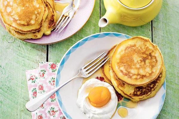 american pancakes with apricot