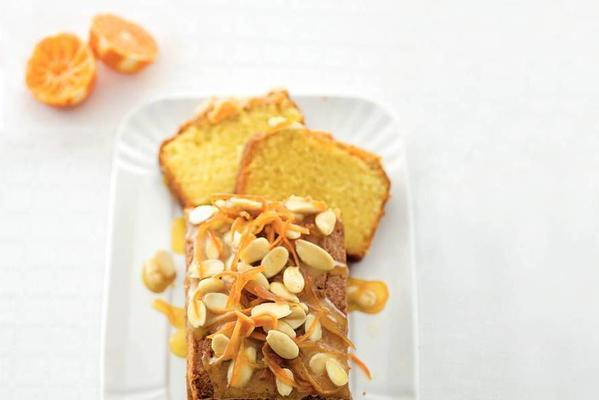 almond cake with mandarin syrup