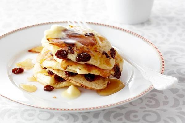 american pancakes with apple, raisin and honey