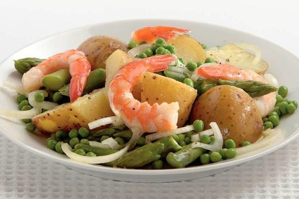 spring salad with prawns