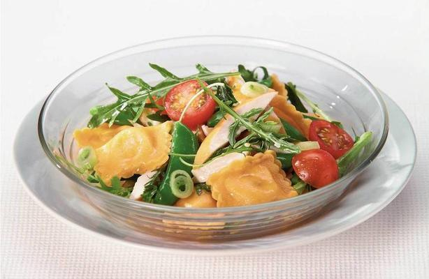 ravioli salad with chicken and arugula