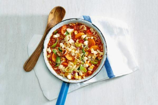 vegetable macaroni with cheese cubes