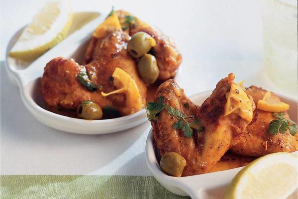 chicken cloves with lemon and olives