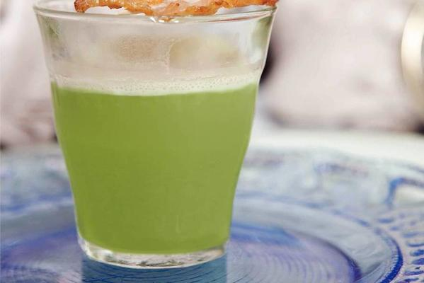 creamy pea soup with cat bacon