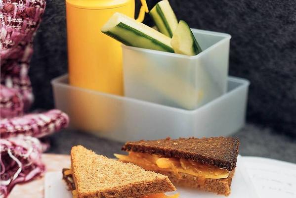 cheese-apricot sandwich
