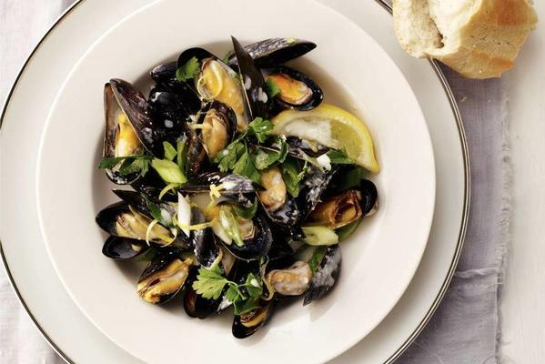 mussels with lemon cream and parsley