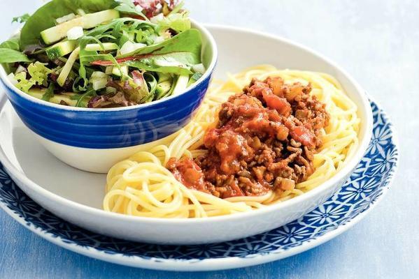 spaghetti with rucola salad