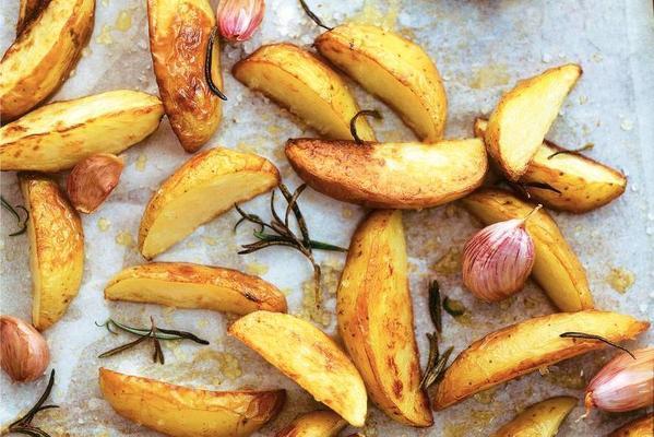 roasted potatoes with roasted garlic