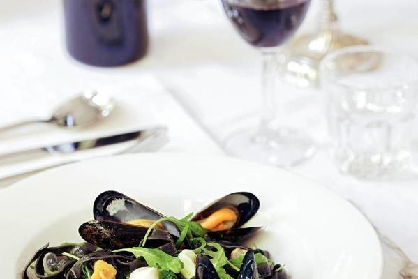 black tagliatelle with mussels in the shell