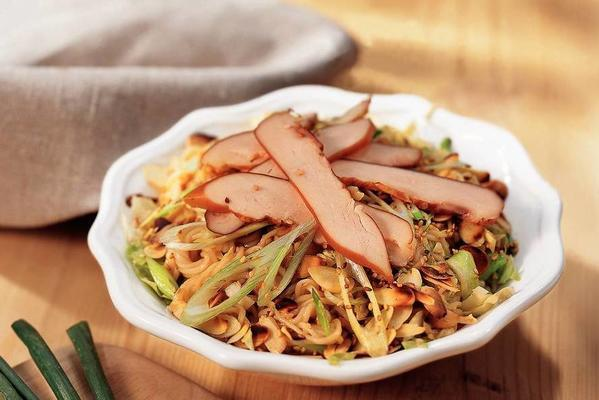 cabbage noodle salad with almond and chicken