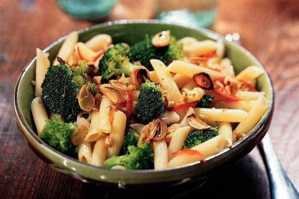 penne with broccoli, garlic and walnuts