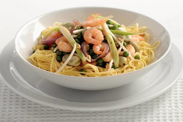 noodles with shrimps and broad beans