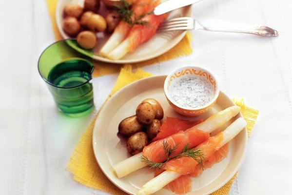 asparagus with salmon and dill cream