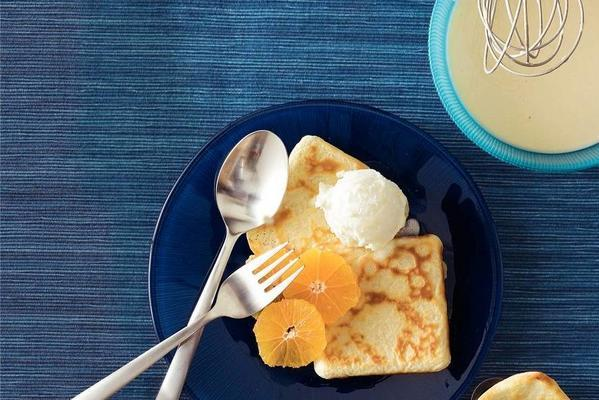 crêpes with mandarin and ice