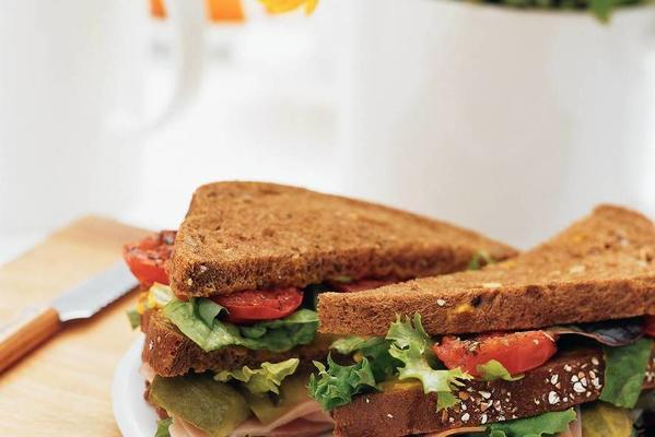 sandwich ham with roasted tomato