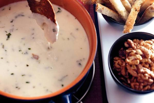 goat cheese fondue with walnuts