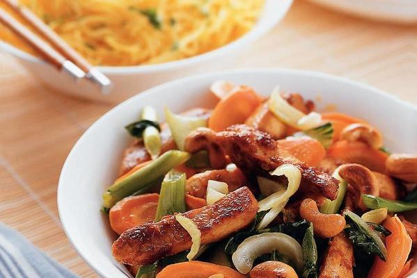 stir-fried chicken with carrot and shanghai pak choi