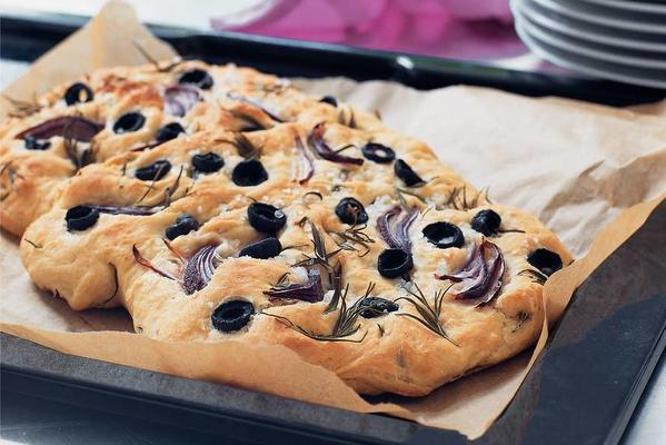 flat bread with rosemary, olives and onion