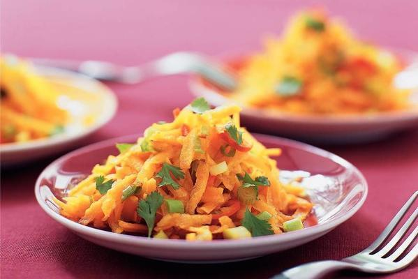 carrot salad with sweet and sour dressing
