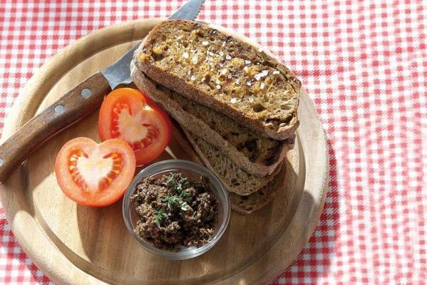 Catalan bread with olive puree
