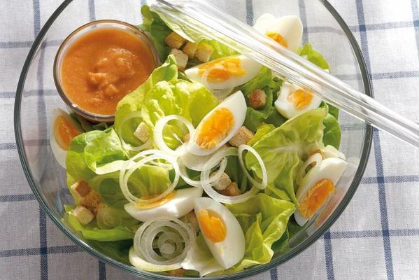 lettuce with tomato dressing and croutons