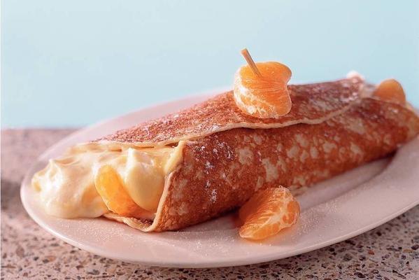 pancakes with vanilla lawyer cream