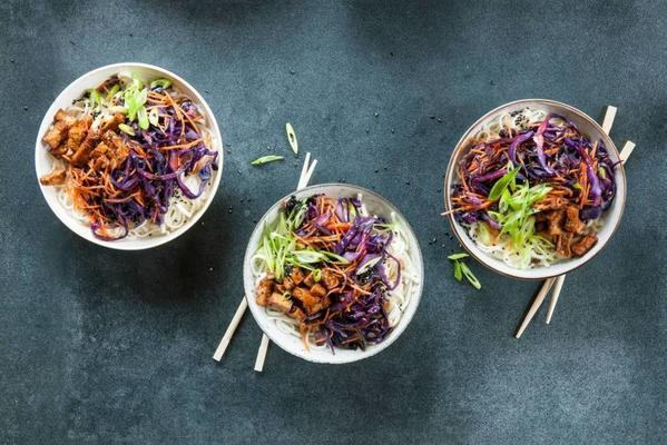 red cabbage noodles with stir-fry strips and sesame