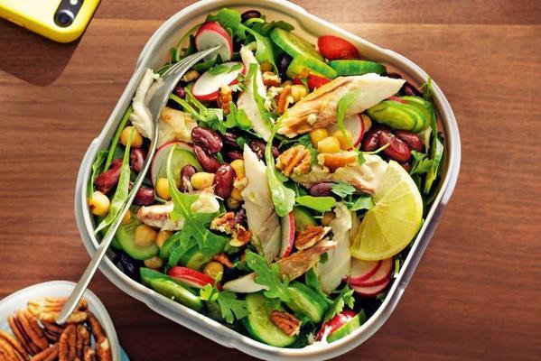 red-kidney bean salad with smoked mackerel