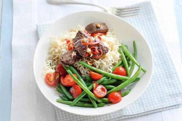 asian noodle salad with steak and green beans